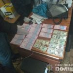 На Днепропетровщине чиновников поймали на «горячем», — ФОТО