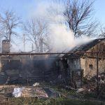 В Днепропетровской области три часа тушили пожар в жилом доме: погибло трое людей, еще трое пострадали, — ФОТО