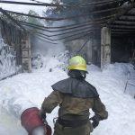 На Днепропетровщине девятеро спасателей тушили горящие шины, — ФОТО