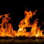 В Днепре загорелась квартира в многоэтажке: пострадал человек
