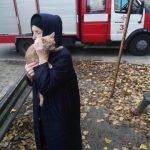 В Днепре пожарные снимали кота с дерева, — ФОТО