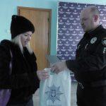Полицейские наградили днепрянку за неравнодушие и помощь в поимке вероятных грабителей, — ФОТО