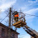 Улицы и дворы Каменского продолжают освещать