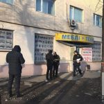 На Днепропетровщине мужчина стрелял в продавщицу в мебельном магазине