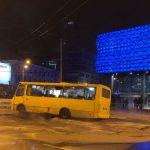 Біля ТРЦ у Києві прорвало трубу, подачу теплоносія перекрили, відкачують воду – КМДА