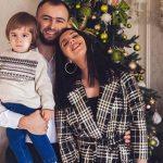 Веселые и счасливые: Джамала покорила трепетным семейным рождественским фотосетом