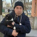 В Днепре кот застрял на высоте 4-х метров и не мог слезть самостоятельно, — ФОТО