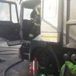 В Днепре загорелся грузовик, — ФОТО, ВИДЕО