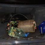 В Днепре трое мужчин сливали бензин с автомобиля, — ФОТО