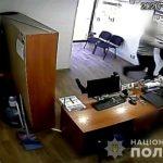 На Днепропетровщине мужчина с пистолетом пытался ограбить кредитное учреждение, — ФОТО