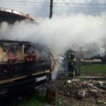 Под Днепром горел грузовик, — ФОТО