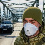 На кордоні зі Словаччиною в Ужгороді будуть пропускати додому українців до 22 березня