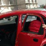 В Днепре младенец оказался запертым в автомобиле: его освобождали спасатели, — ФОТО