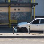 В Днепре автомобиль въехал в остановку общественного транспорта, — ФОТО