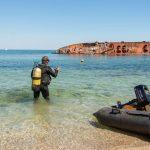 Біля затонулого корабля в Одесі почали розчищати дно