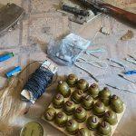 СБУ виявила схрон зі зброєю і вибухівкою бойовиків у Мар'їнці