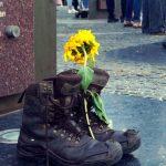 У Дніпрі мистецькою акцією «Я живий» вшанували пам'ять загиблих в «Іловайському котлі»