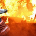 Днепровские пожарники тушили горящие склады на Cтарокодакской, — ФОТО
