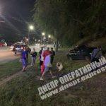 В Днепре автомобиль вылетел на обочину: водителя госпитализировали, — ФОТО