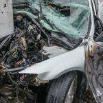 В Днепре на Калиновой автомобиль врезался в столб: водителя госпитализировали, — ФОТО
