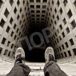 Депрессия и кредиты. В Днепре мужчина выпрыгнул с балкона 18+