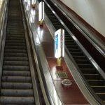 Людина, яка опинилася на коліях метро у Києві, загинула