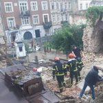 У центрі Львова обвалилася стіна будинку, є загиблий