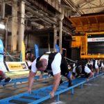 В Кривом Роге 8 стронгменов установили рекорд Украины по перетягиванию 300-тонного грузовика