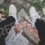 «Все надоело!». В Кривом Роге полицейские снимали с балкона самоубийцу