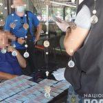 В запорожском кафе полиция проводила задержание чиновника-коррупционера