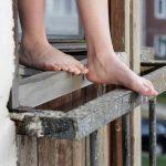 В Запорожской области женщина выпала с 13 этажа