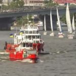 Десант, бойові катери і авіація: у Києві на Дніпрі відбувся річковий парад (відео)