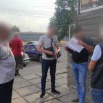 Полиция задержала главу поселкового совета на Днепропетровщине за взятку 450 тыс. грн. за землю под АЗС