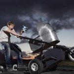 В центре Запорожья безумный папаша устроил «гонки на выживание» ребенку в коляске