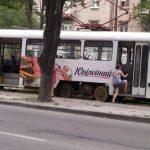 Пока запорожцы обновляют автопарк и собирают трамваи, днепровские власти закупают «старье»