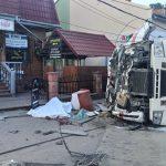 На Львівщині вантажівка в'їхала у крамницю, троє загиблих (уточнено)