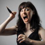 В Павлограде женщина с ножом напала на знакомого