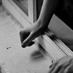 Выпрыгнул в окно: в Запорожской области подросток поссорился с матерью из-за взятого без спроса онлайн-кредита