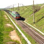 Комбайн врізався у поїзд «Бахмут – Львів», пошкоджений локомотив і вагони, люди – цілі
