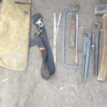 В Днепре поймали мужчин, которые кувалдами разбивали столбы
