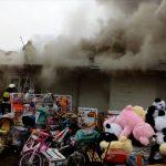 В Днепре из-за пожара в киоске с шаурмой сгорело 3 соседних
