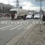 В Днепре фура переехала женщину: пострадавшая оказалась под грузовиком, — ФОТО